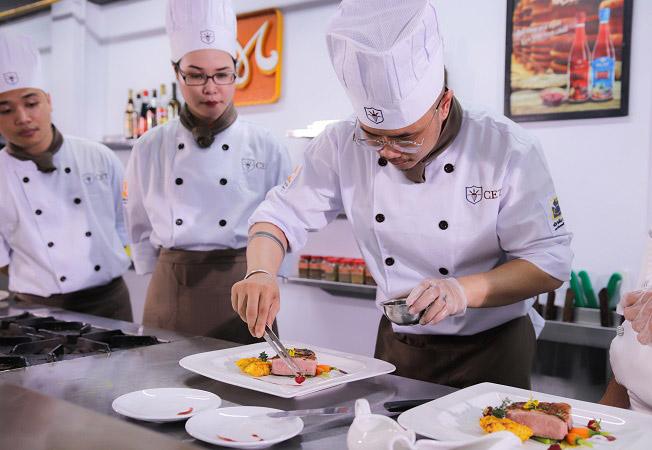 học kỹ thuật chế biến món ăn