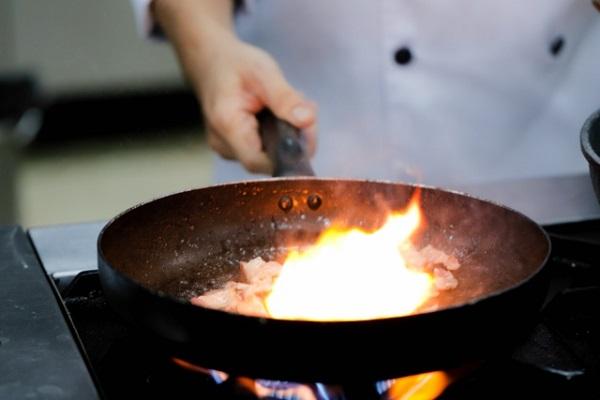 Nấu ăn cần nhiều kiến thức chuyên môn,