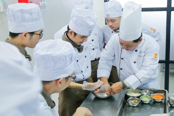 học nấu ăn cơ hội việc làm rộng mở