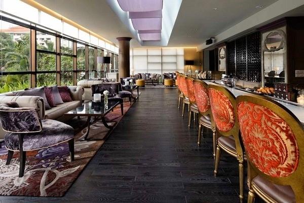 Boudoir Lounge toạ lạc tại tầng trệt của khách sạn Sofitel Saigon Plaza