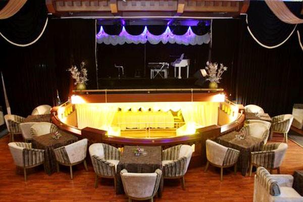 Ngoài music lounge đặc trưng, âm nhạc ở các lounge thường là jazz, chill – out…
