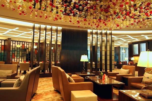 Lounge là loại hình dịch vụ ăn uống kết hợp giữa quán bar và tiệm cà phê (Nguồn: Internet)
