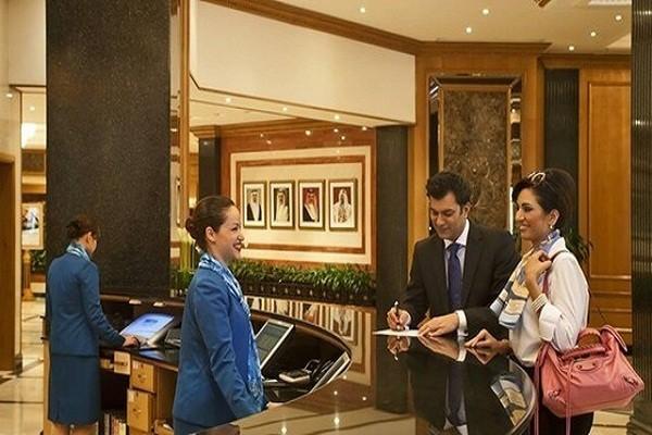 Đội ngũ nhân viên lễ tân chuyên nghiệp sẽ giúp khách sạn tạo lợi thế cạnh tranh