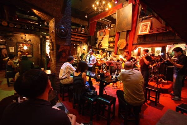 So với Bar thì Pub dành cho nhiều đối tượng hơn