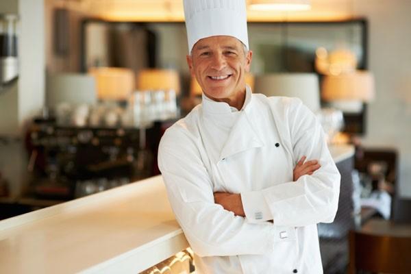 Executive Chef – Bếp trưởng người đứng đầu bộ phận Bếp