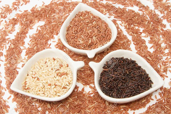 Gạo lứt là loại gạo được xay xát bỏ lớp vỏ trấu và giữ lại lớp vỏ cám