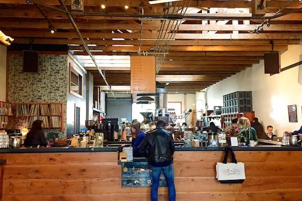 Ở môi trường quán cafe thì kỹ năng nghe và nói tiếng Anh được sử dụng thường xuyên nhất