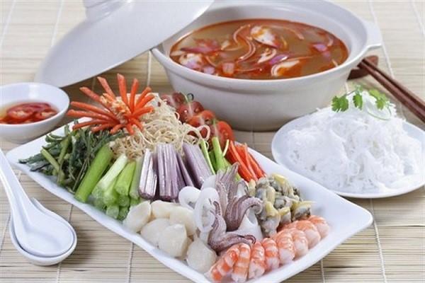 Lẩu hải sản là một món ăn yêu thích cho các bữa ăn gia đình người Việt