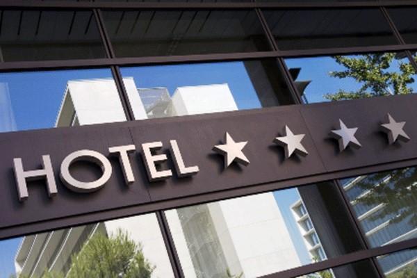Không quá khó để bạn có thể tự viết một mẫu quảng cáo khách sạn phải không?