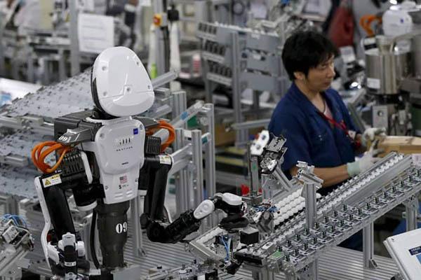 máy móc thay thế con người
