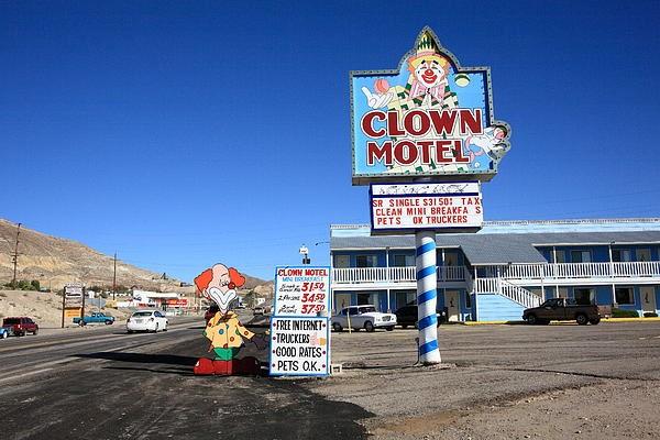 Motel là thuật ngữ được viết tắt từ motor và hotel