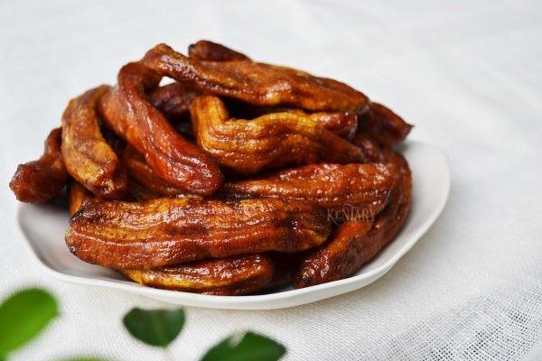 Mứt chuối dẻo có mùi thơm, vị bùi của chuối kết hợp với vị ngọt của đường
