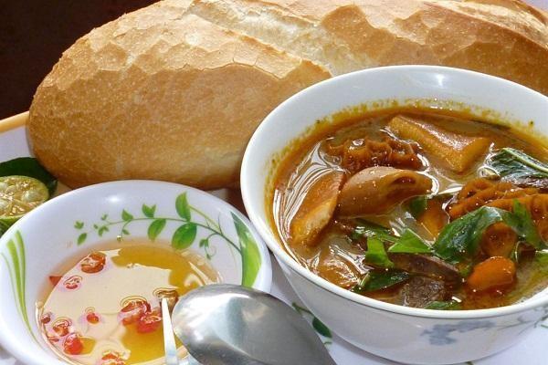 Phá lấu món ăn đường phố nổi tiếng của ẩm thực Việt