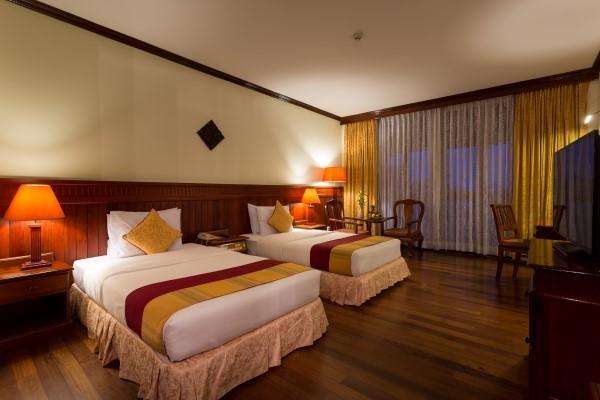 Phòng Deluxe Twin bao gồm 2 giường đơn