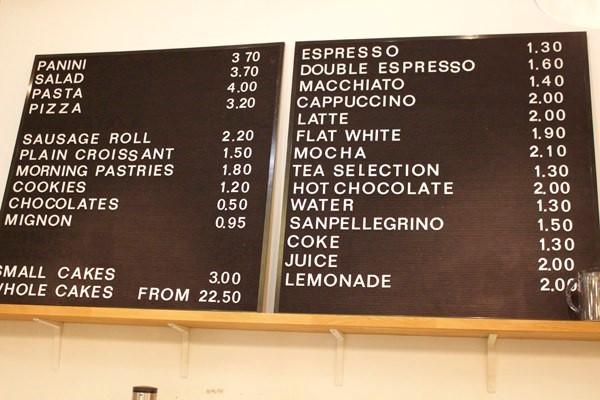 Thực đơn các quán café đa phần đều sử dụng tiếng Anh