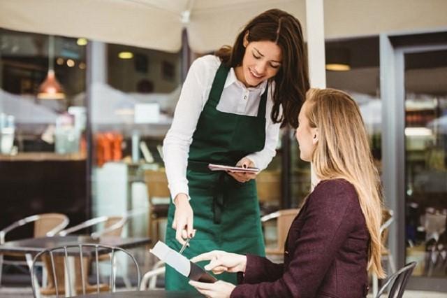 Tiếng Anh cũng là kỹ năng cần có của người nhân viên phục vụ quán café