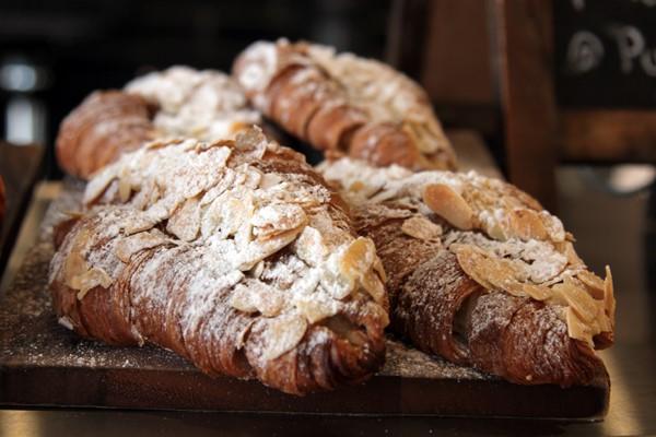 almond là nguyên liệu trong các món bánh