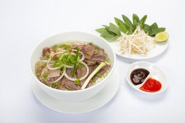 """Ngoài cách gọi """"Beef Pho"""" thì Phở bò còn được gọi là Beef Noodles Soup"""