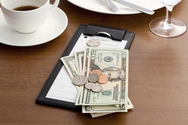 Service charge và tiền Tips
