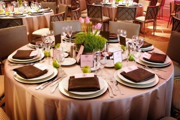 Set up bàn ăn là một trong những kiến thức cơ bản của người nhân viên nhà hàng