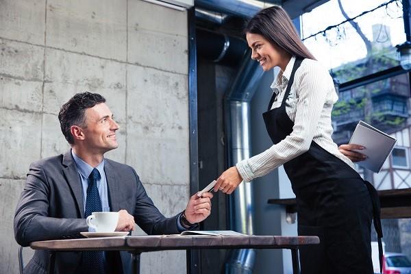 Thành thạo menu kể cả tên tiếng Anh là điều cần có của người phục vụ chuyên nghiệp