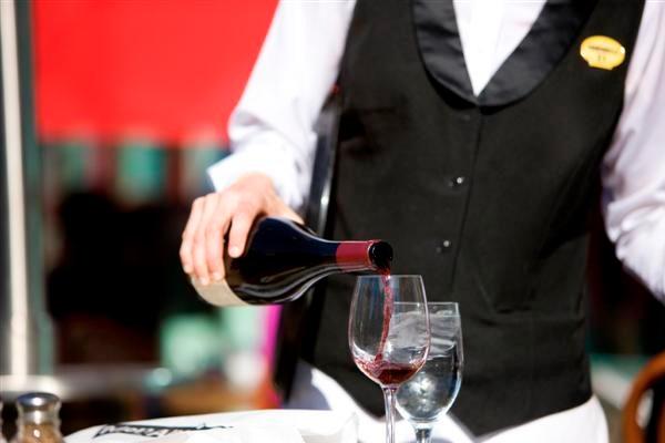 cách rót và phục vụ rượu