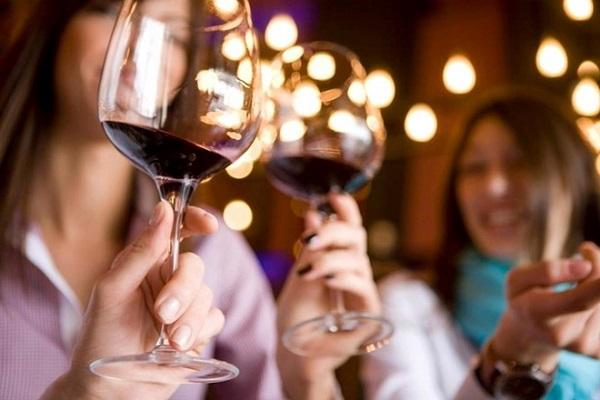 uống rượu vang lúc nào