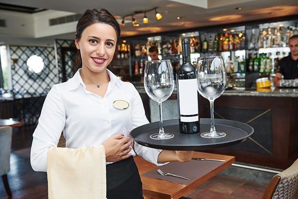 waitress là phục vụ nữ