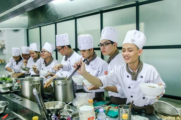 đào tạo nghề bếp tại cet