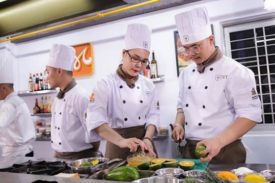 lớp trung cấp nấu ăn tại cet