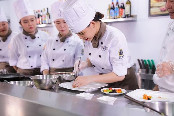 học nghề đầu bếp tại CET