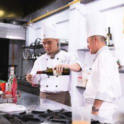 học phí học nấu ăn đã bao gồm đồng phục, giáo trình, nguyên vật liệu
