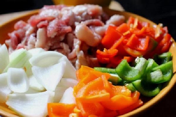 nguyên liệu chính để làm thịt heo xiên nướng rau củ