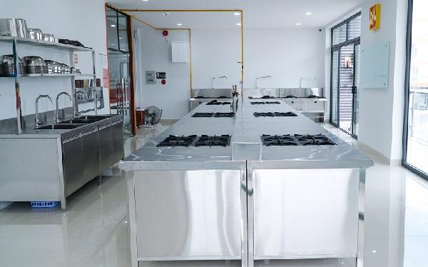 phòng học nấu ăn chuyên nghiệp tại CET