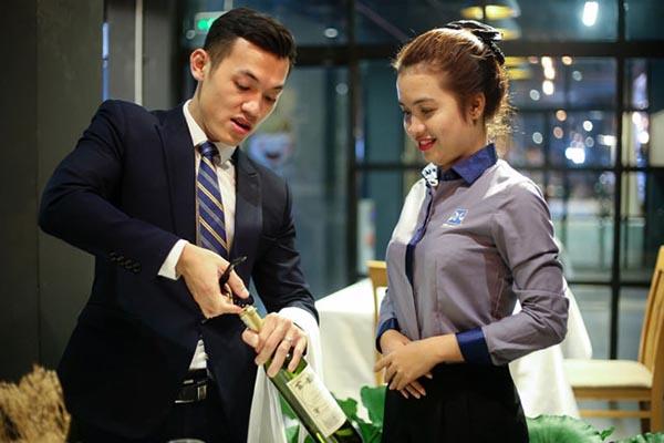 tay nghề ngành quản trị nhà hàng khách sạn