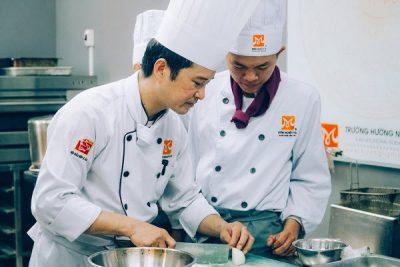 Học trung cấp nấu ăn ở đâu, bao lâu thì có thể ra làm nghề?