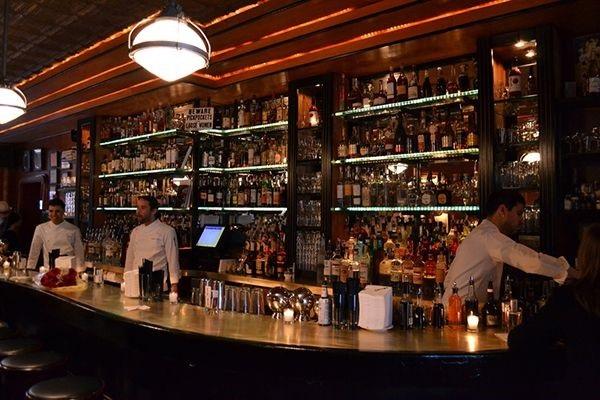 quầy bar 2 tầng