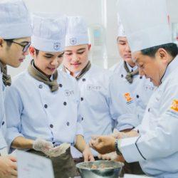 học trung cấp nấu ăn tại cet rộng mở việc làm
