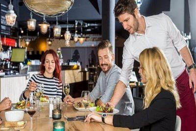Các mẫu câu đón tiếp khách hàng bằng tiếng anh trong nhà hàng