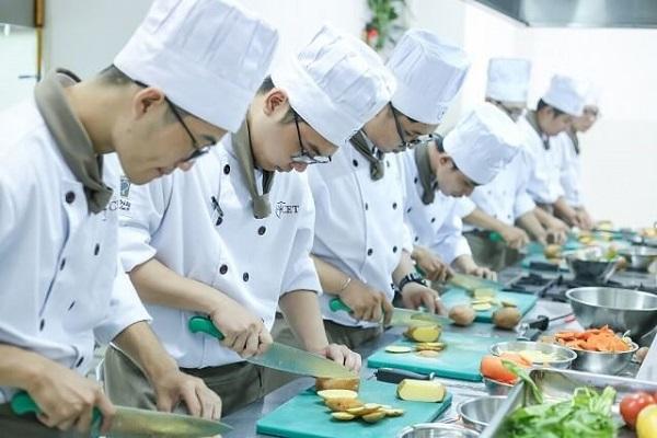 nghề bếp cơ hội việc làm