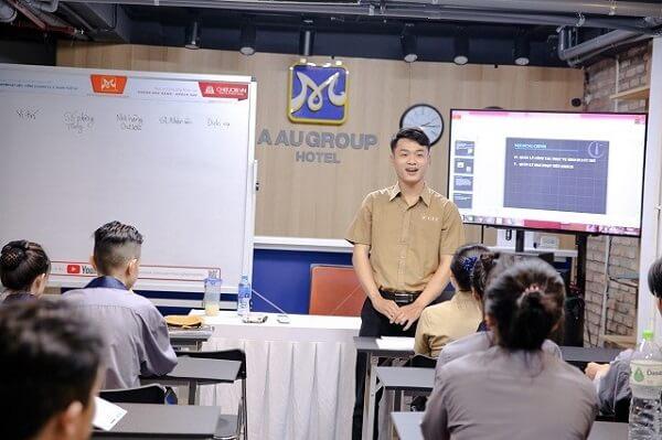 Sinh viên thuyết trình
