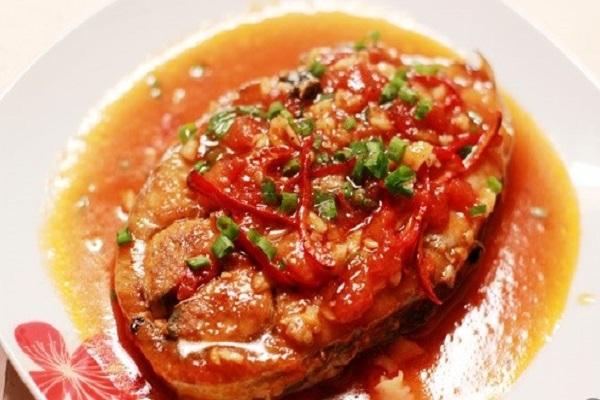 cá ngừ kho cà chua