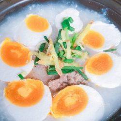 Cháo trắng thịt bò trứng muối