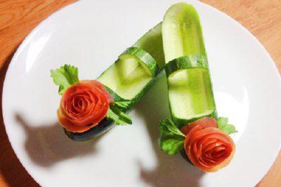 cách trang trí món ăn bằng cà chua và dưa leo