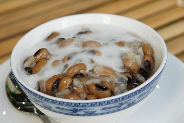 Chè đậu trắng nước cốt dừa