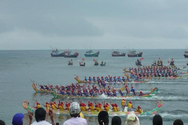 lễ hội đua thuyền lý sơn