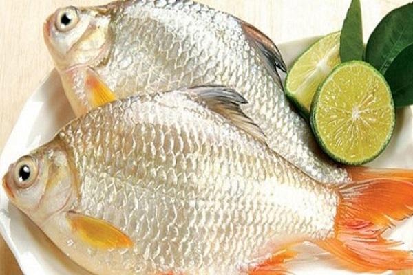 sơ chế cá mè không tanh