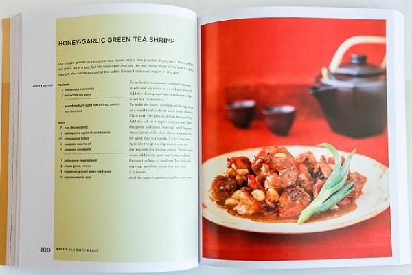 đầu bếp martin yan với quyển sách Martin Yan's Quick and Easy