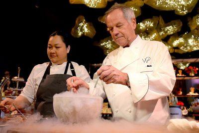 Wolfgang Puck – Top 10 đầu bếp giàu có nhất thế giới