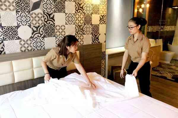 ngành quản trị nhà hàng khách sạn tại cet
